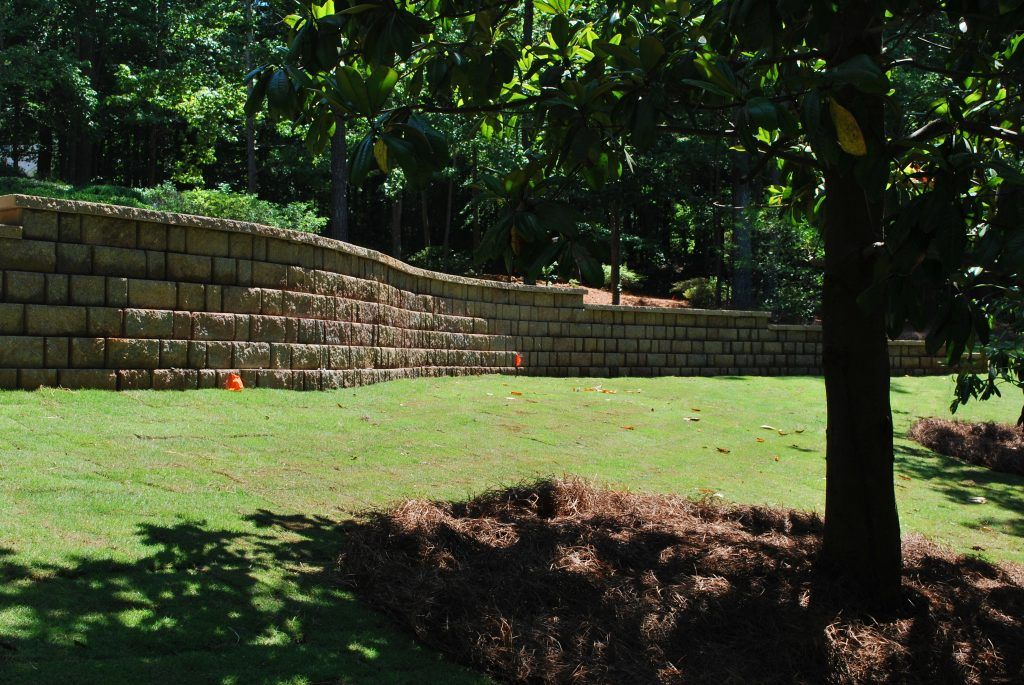 curved long retaining wall