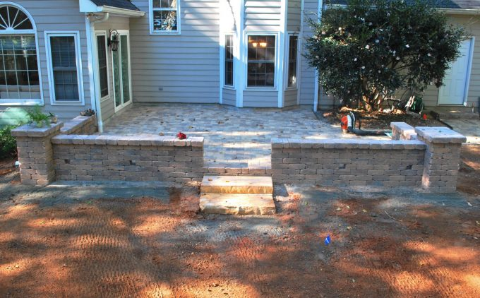 knee wall paver patio with columns