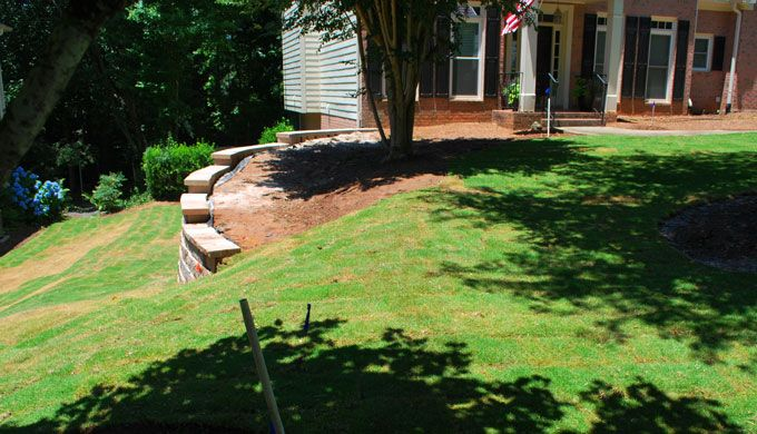 stepped retaining wall with caps