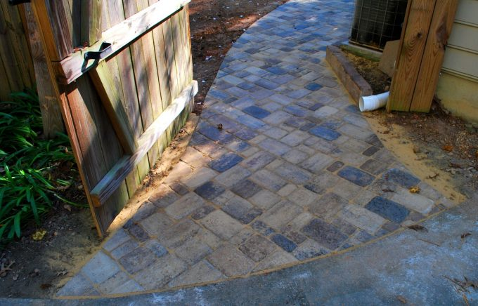 custom curves for paver side walk